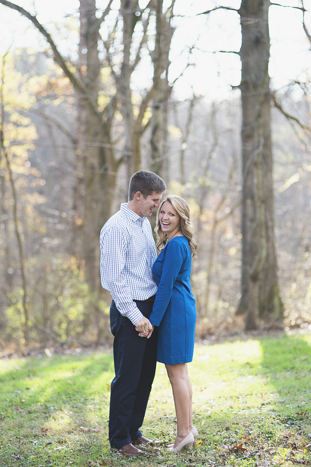 Destination Northern Virginia Engagement Session | Dressy blue and white engagement pictures
