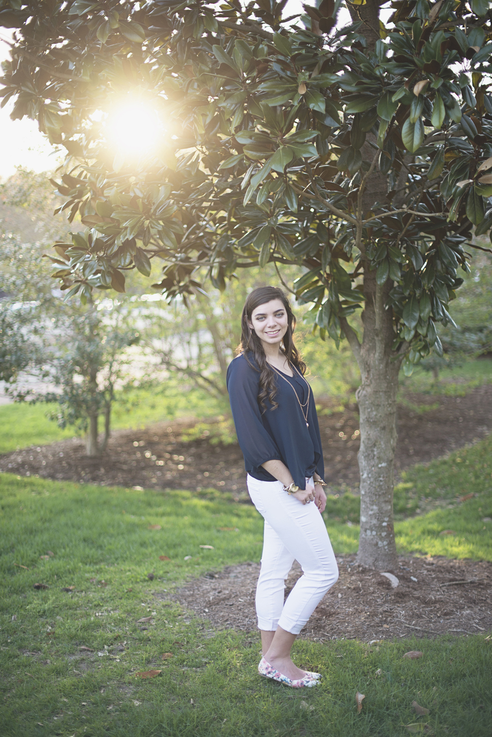 Spring senior picture outfit ideas | Williamsburg Senior Portraits