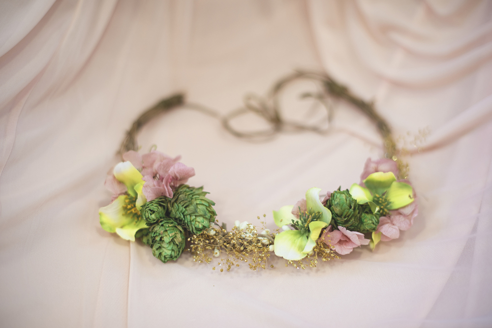 Blush, mint, and gold spring wedding | Yorktown, Virginia wedding | Floral crown with hops