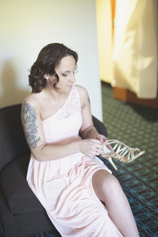 Blush, mint, and gold spring wedding | Yorktown, Virginia wedding | Bridesmaid getting ready