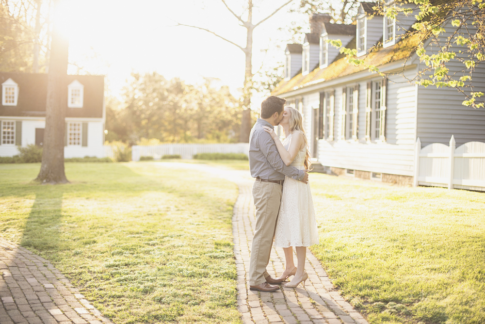 Elegant sunrise engagement session | Williamsburg engagement portraits