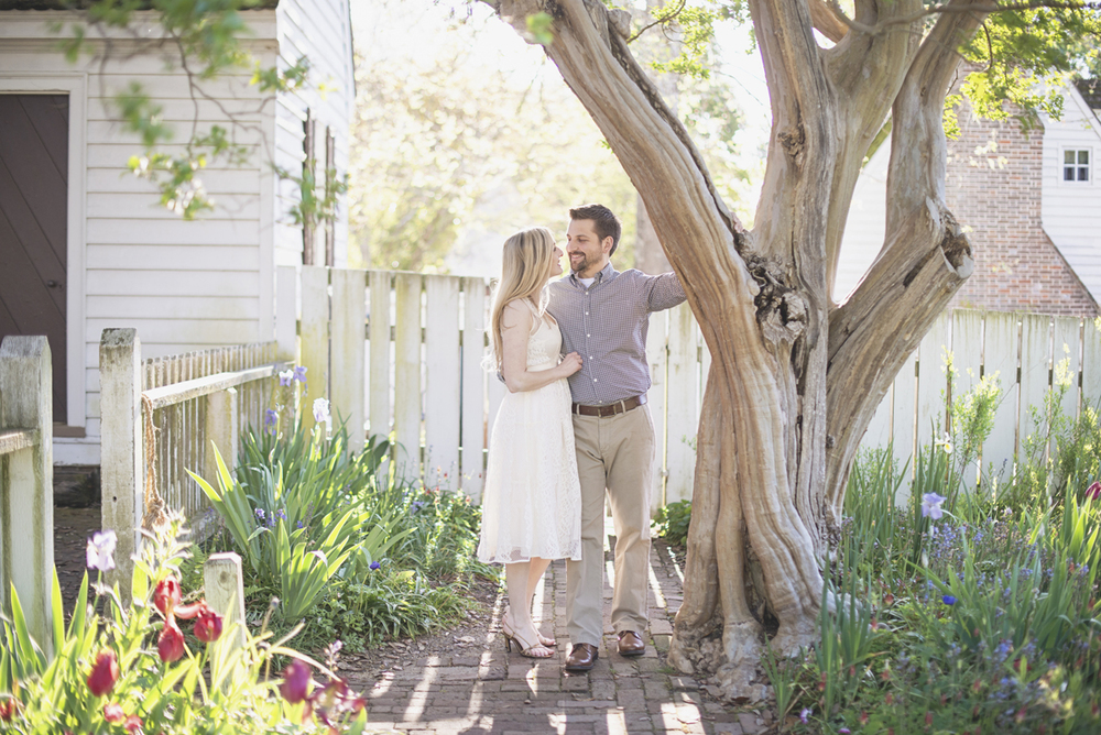 Elegant sunrise engagement session | Williamsburg engagement portraits | Spring tulips