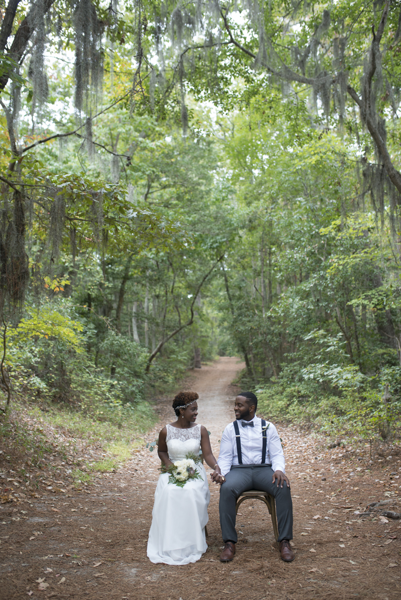Outdoors elopement inspiration | Mint, green, and gold wedding inspiration