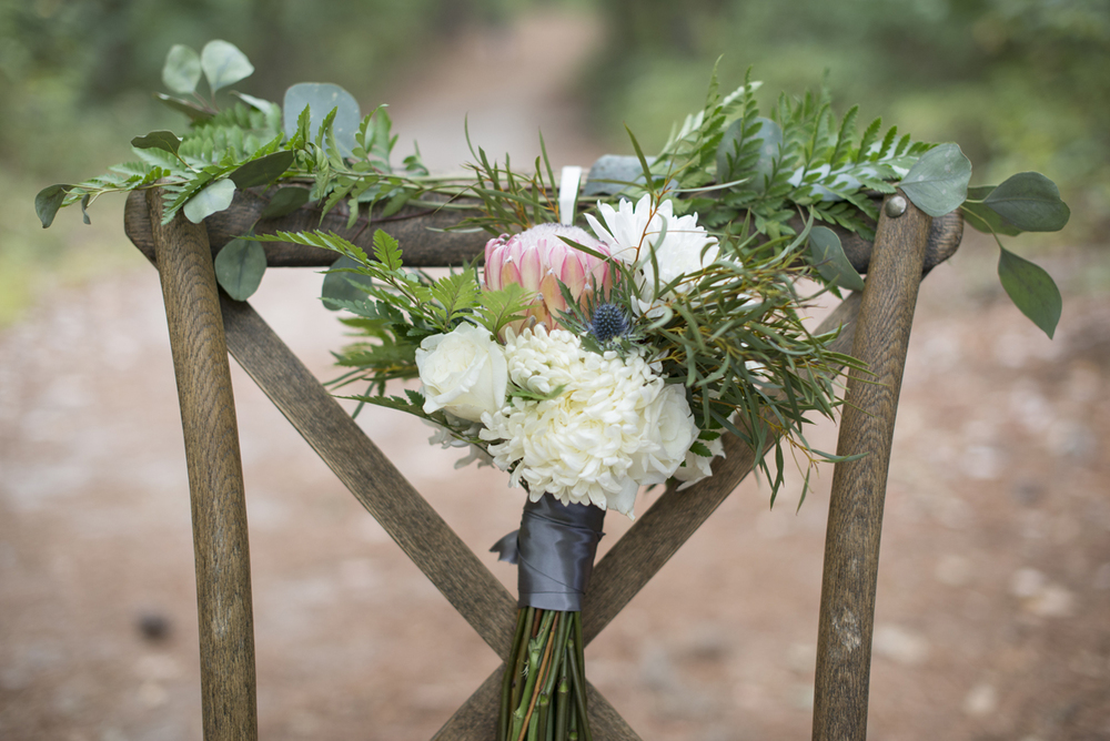 Outdoors elopement inspiration | Mint, green, and gold wedding inspiration | Gray, white, and green wedding bouquet