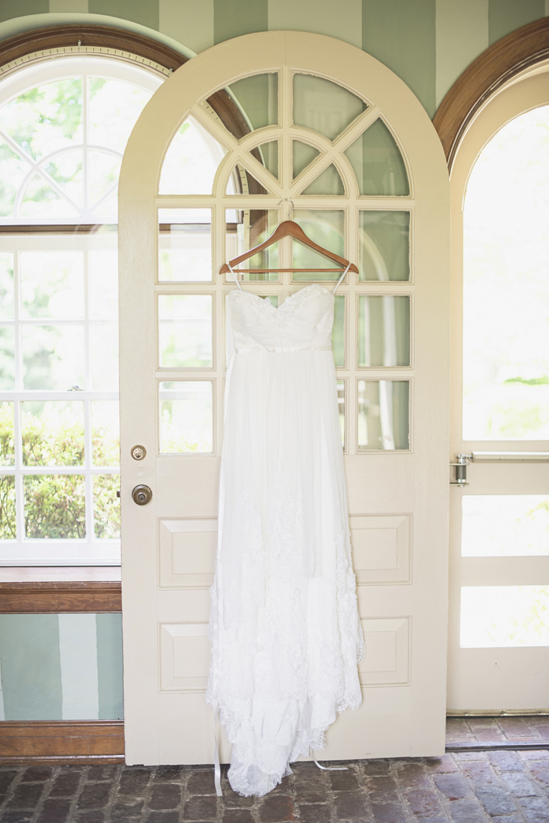 Classic vintage themed wedding | Navy, cream, and gray wedding in Richmond | Watters vintage wedding dress
