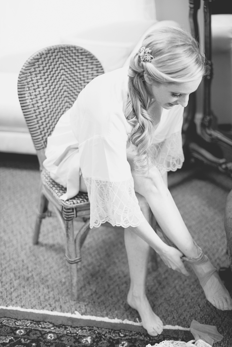 Classic vintage themed wedding | Navy, cream, and gray wedding in Richmond | Bride getting ready