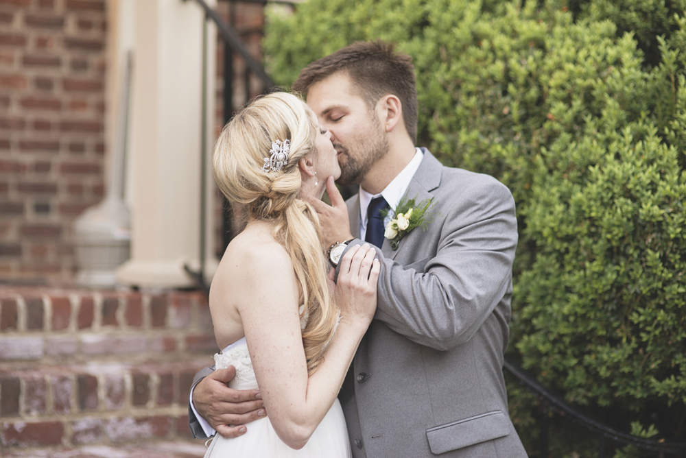Classic vintage themed wedding | Navy, cream, and gray wedding in Richmond | Bride and groom sunset portraits