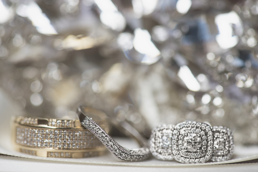 Great Gatsby Themed Urban Wedding | Sparkling wedding rings