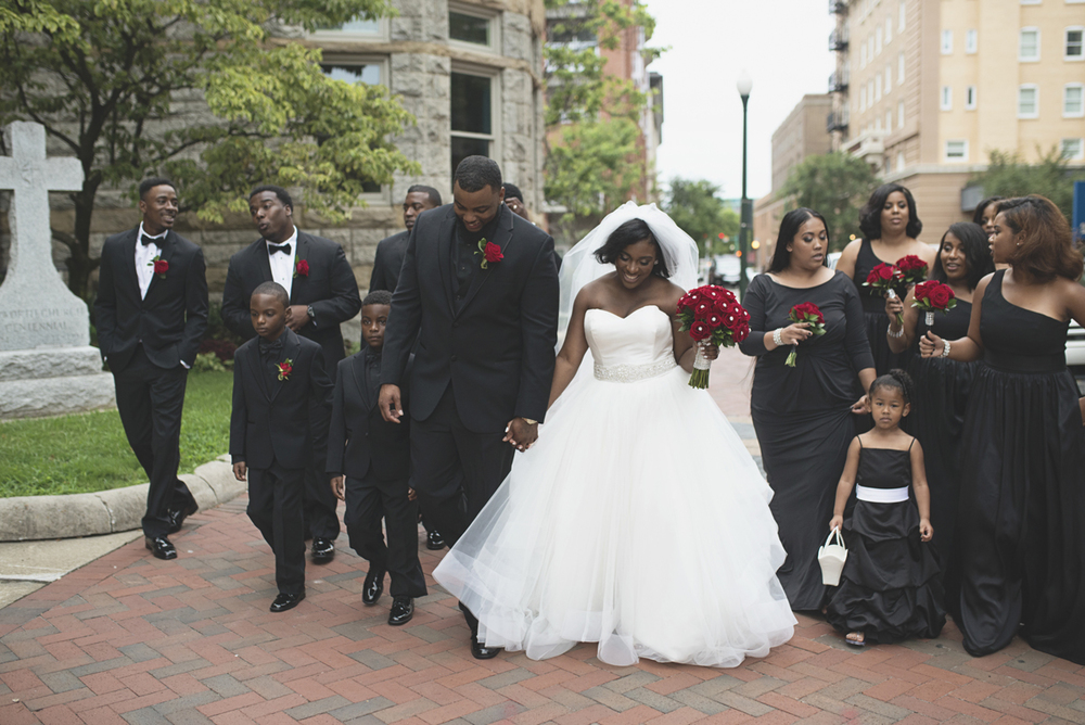 Great Gatsby Themed Urban Wedding | Red rose and black bridal party portraits