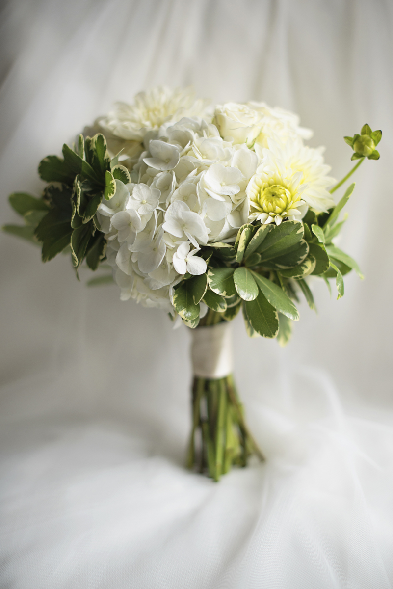 Teal, White, and Gold wedding | Richmond Virginia Wedding | All white bridal bouquet