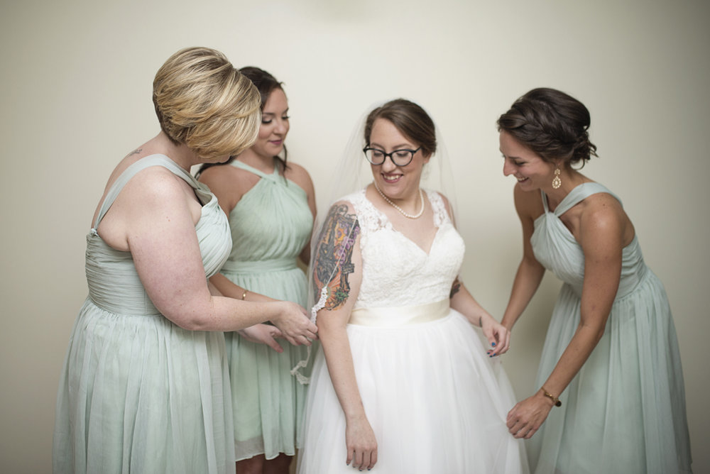 Teal, White, and Gold wedding | Richmond Virginia Wedding | Bride getting ready