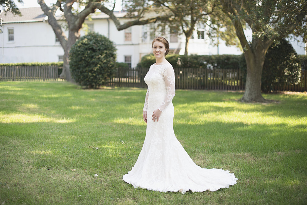 Classic and Elegant Fall Bridal Portraits | Southern Bride in Virginia