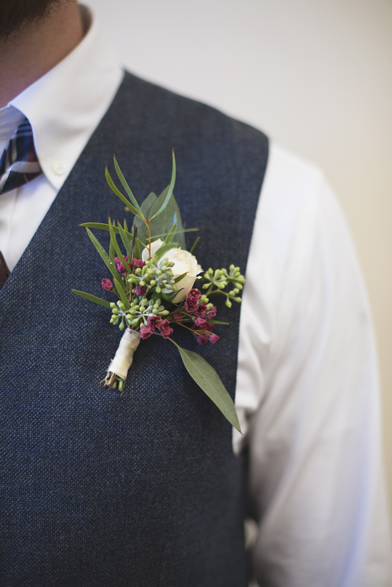 Classic Crimson and Champagne Fall Wedding | Virginia Wedding | Crimson and rose boutonniere