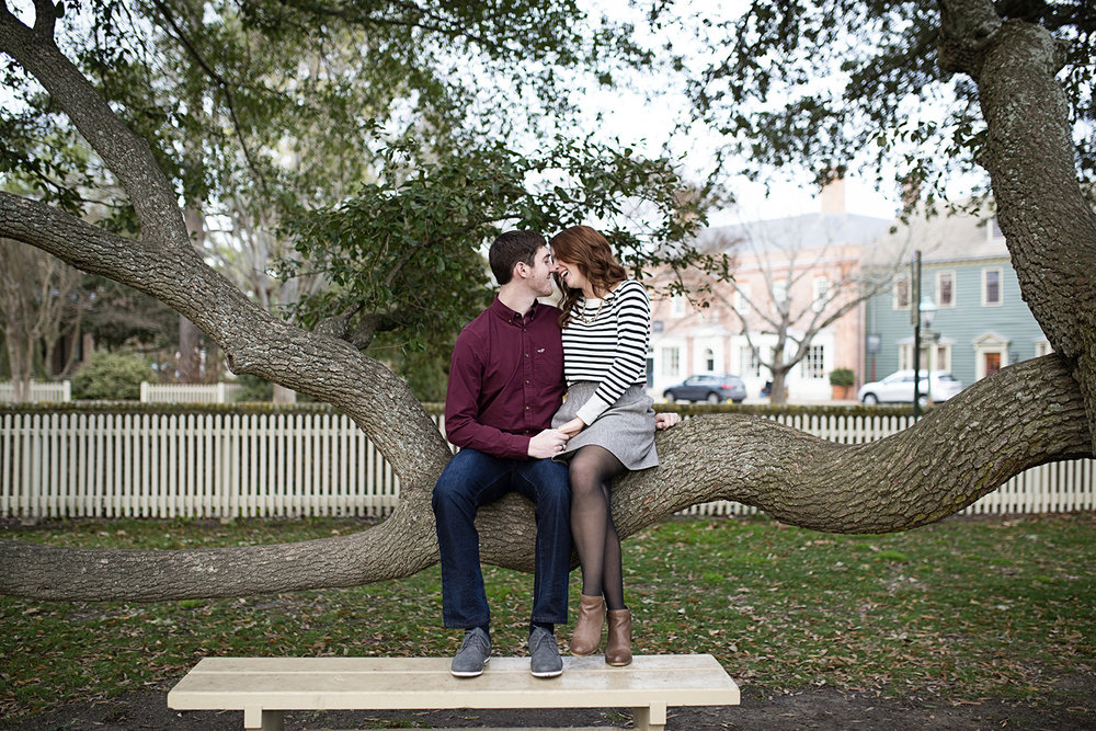 Colonial_Williamsburg_Winter_Engagement_Pictures_05.jpg