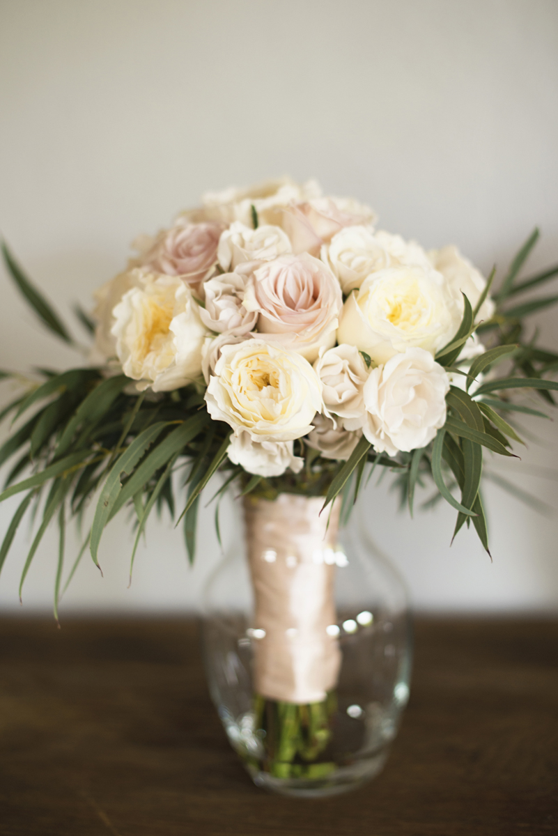 Plantation on Sunnybrook Roanoke Wedding | White and Blush Rose Bouquet