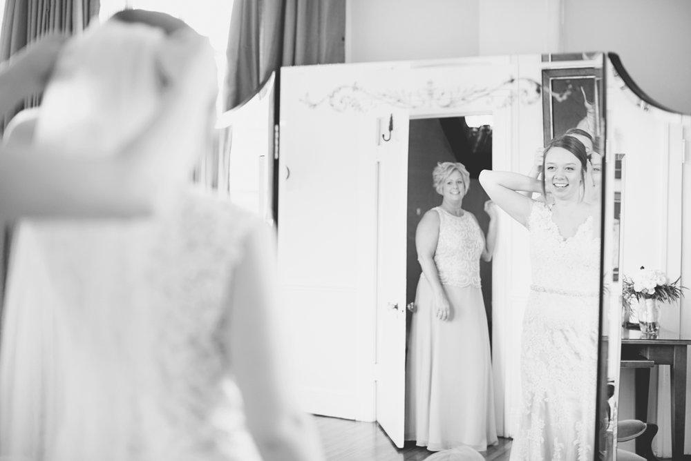 Plantation on Sunnybrook Roanoke Wedding | Bride Getting Ready