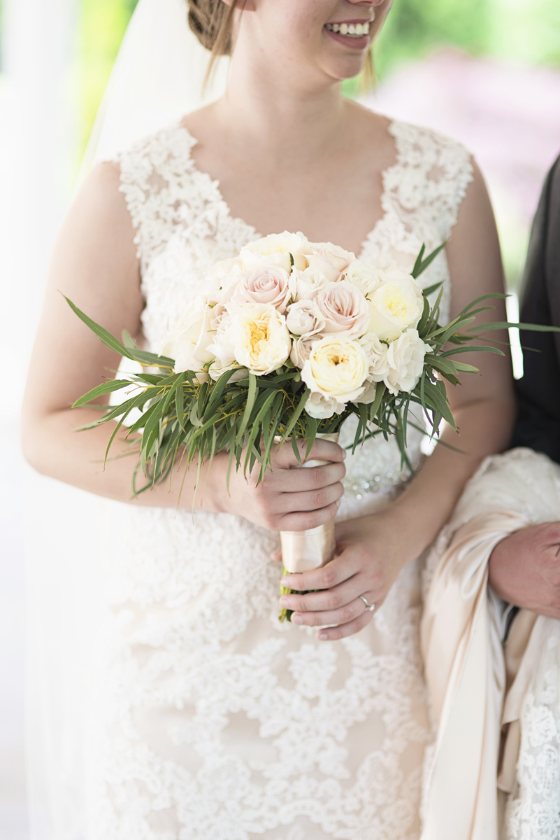 Plantation on Sunnybrook Roanoke Wedding | White and Blush Rose Bridal Bouquet