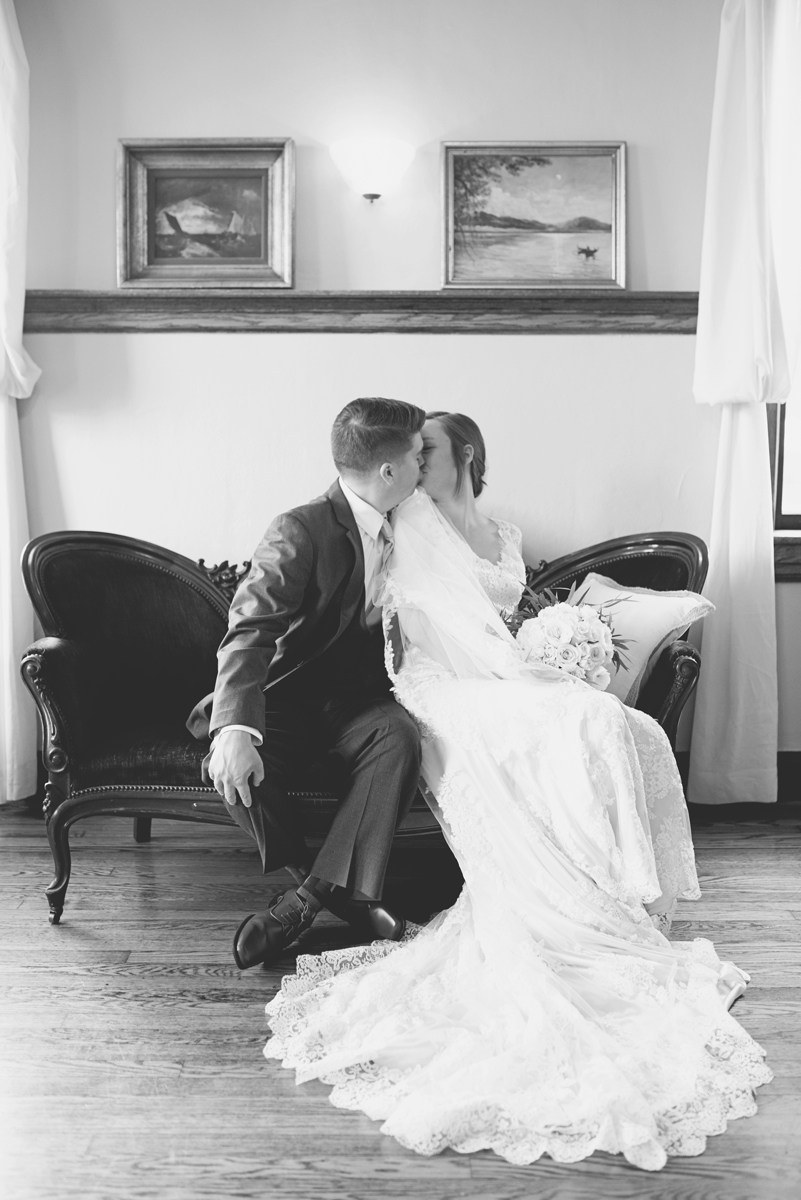 Plantation on Sunnybrook Roanoke Wedding | Bride + Groom Classic Portraits