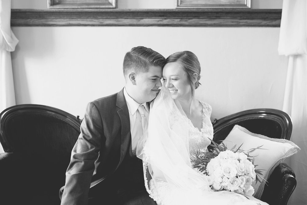 Plantation on Sunnybrook Roanoke Wedding | Classic Black and White Bride + Groom Portraits