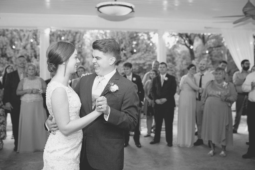Plantation on Sunnybrook Roanoke Wedding | Brie + Groom First Dance