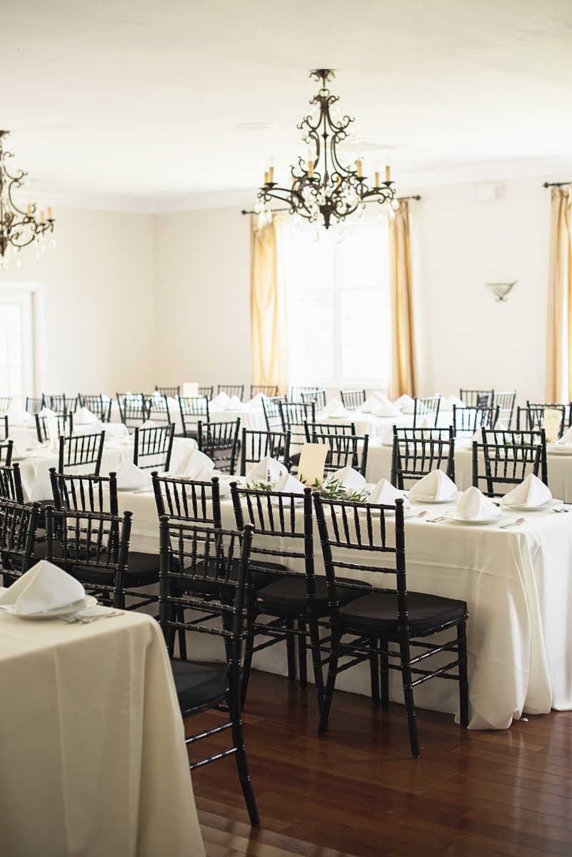Plantation on Sunnybrook Roanoke Wedding | Green and White Wedding Reception