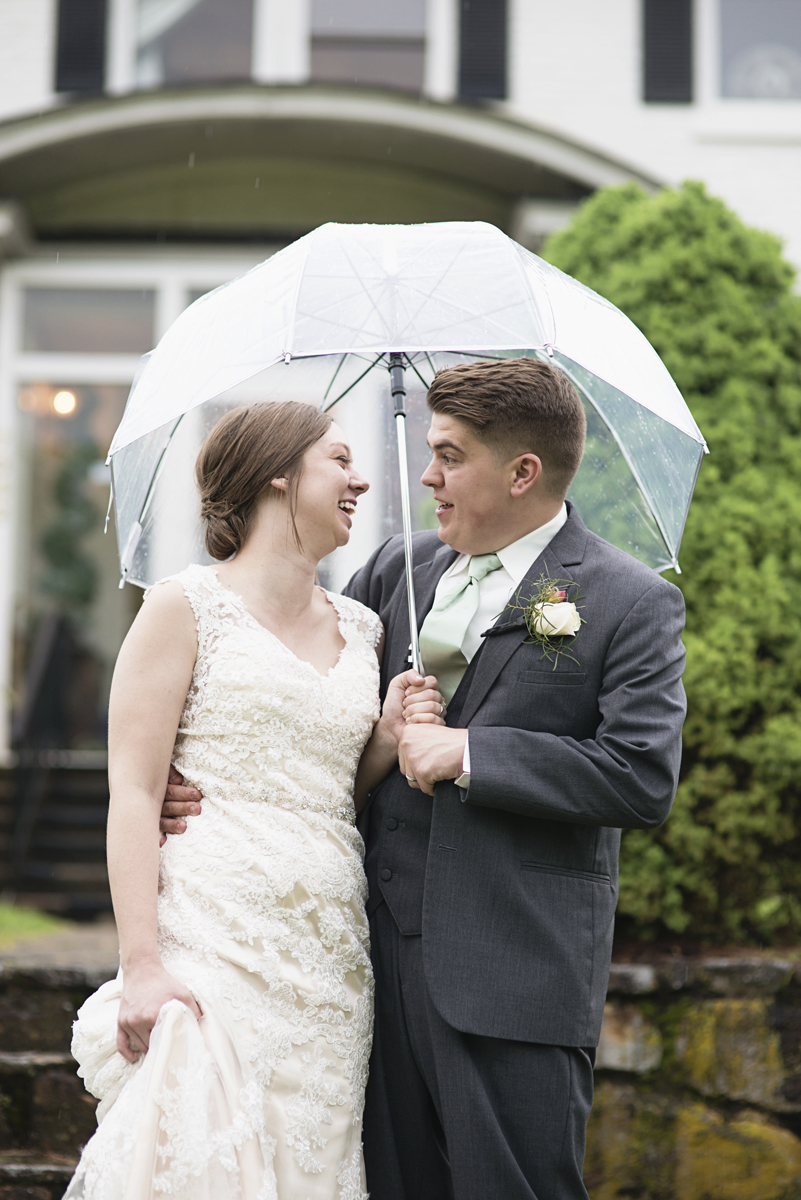 Plantation on Sunnybrook Roanoke Wedding | Bride + Groom Rainy Day Portraits