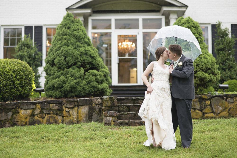 Plantation on Sunnybrook Roanoke Wedding | Bride + Groom Rainy Day Portraits