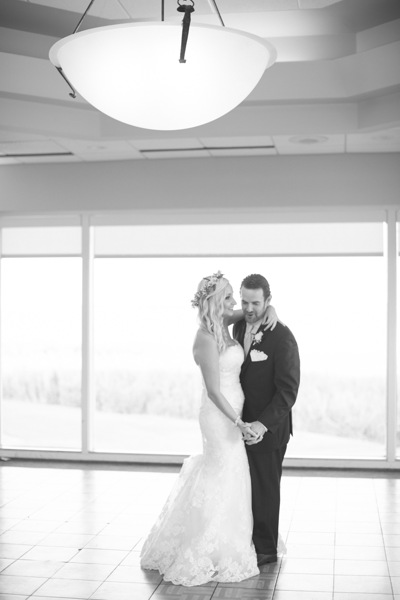 Gold and Teal Summer Wedding | Bride and Groom First Dance
