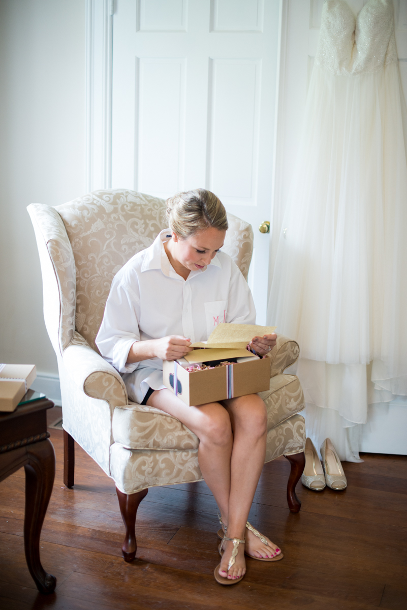 Elegant Navy and Blush Estate Wedding | Bride reading her wedding letter