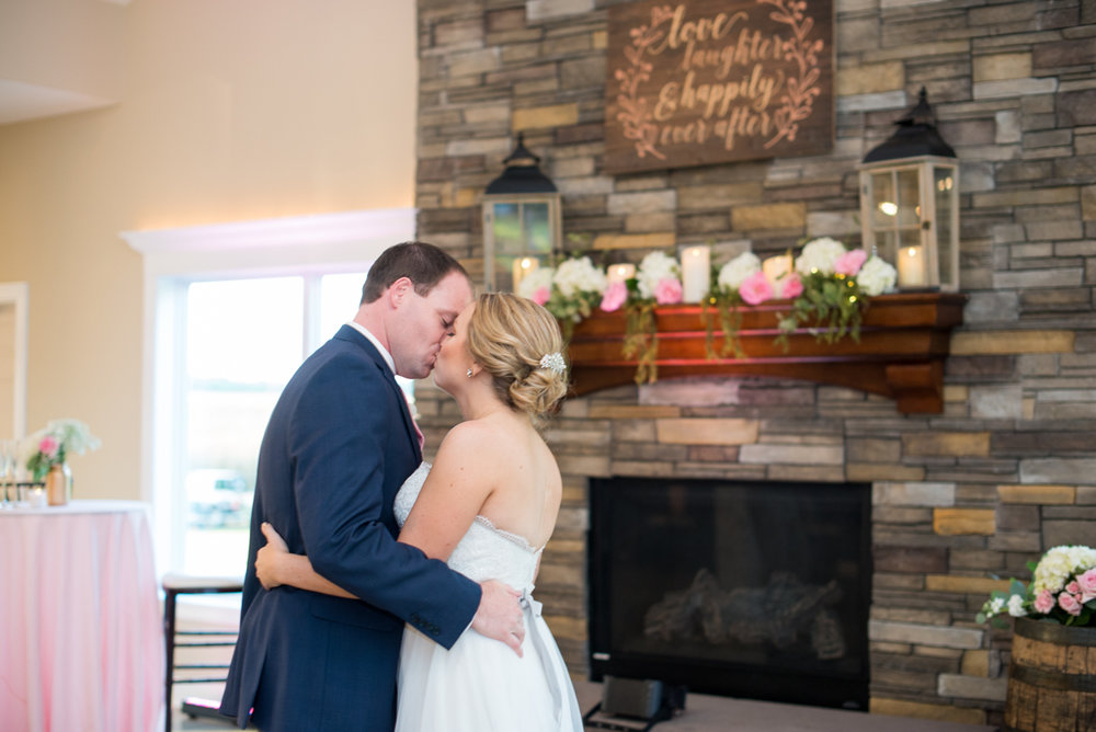 Elegant Navy and Blush Estate Wedding | Bride and Groom First Dance