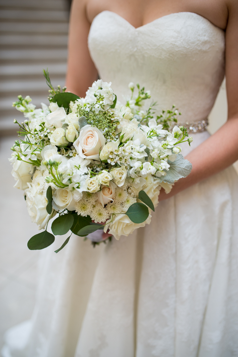 Sparkly Gold and White Fall Wedding | All White Wedding Bouquet