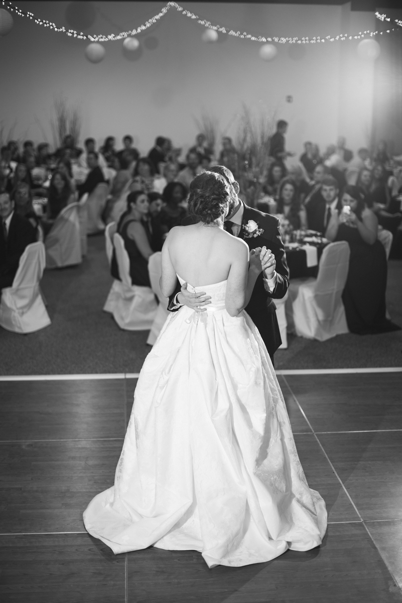 Sparkly Gold and White Fall Wedding | Bride and Groom First Dance