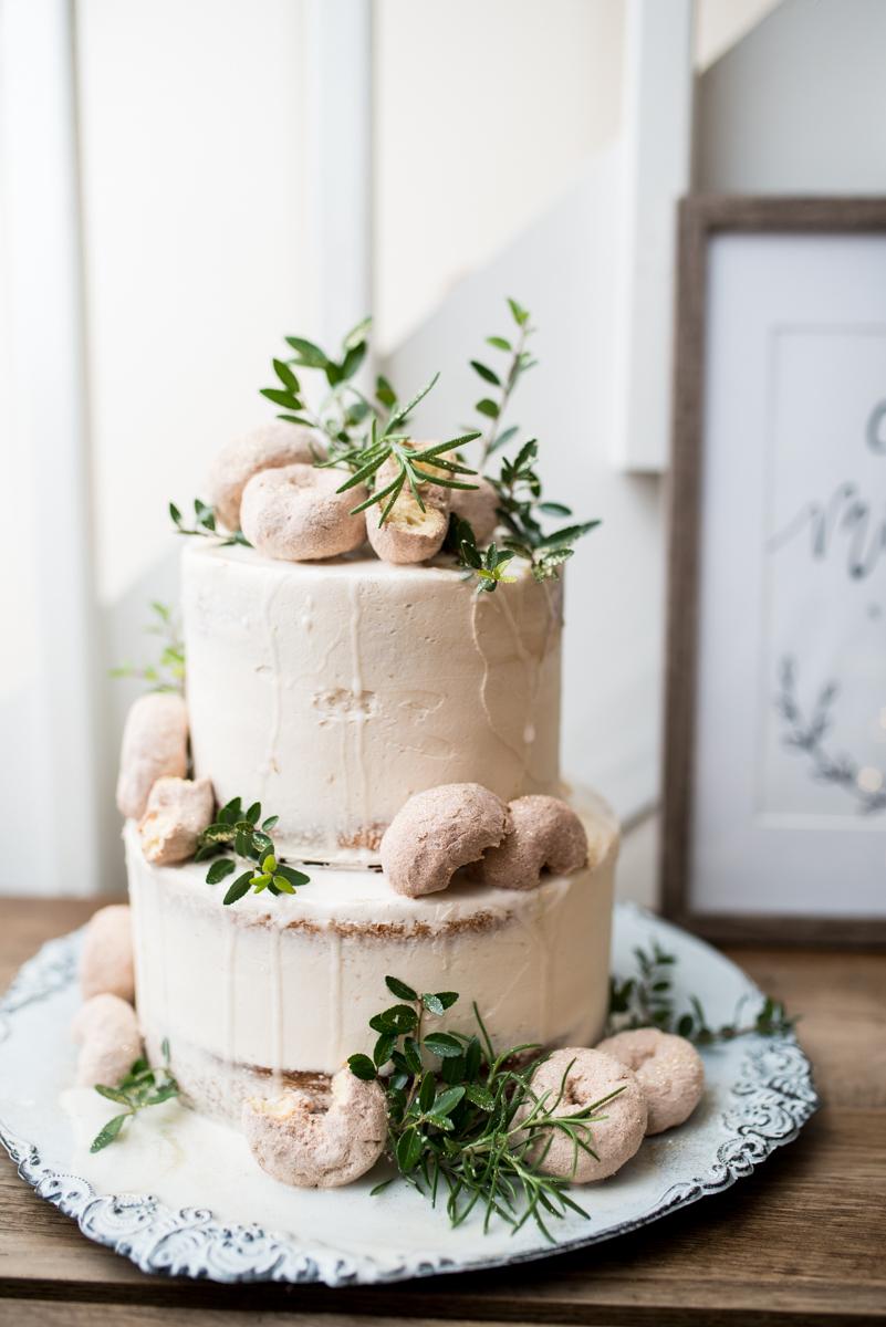 Intimate Boho Elopement | Donut-topped wedding cake