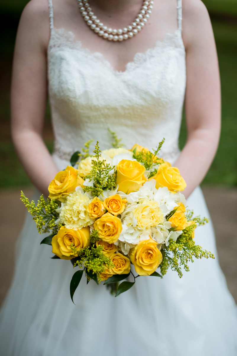 Yellow, Navy, and White Summer Wedding | Yellow and White Wedding Bouquet