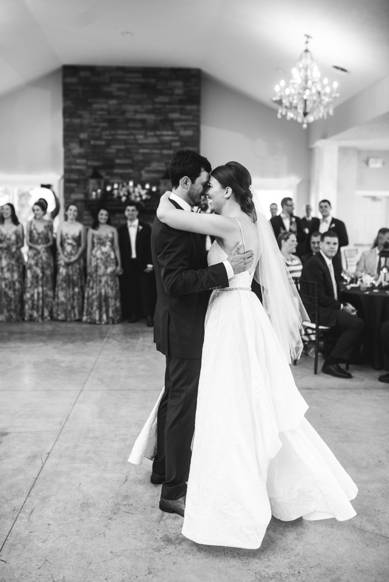 Navy and White Summer Wedding | Bride and Groom first dance