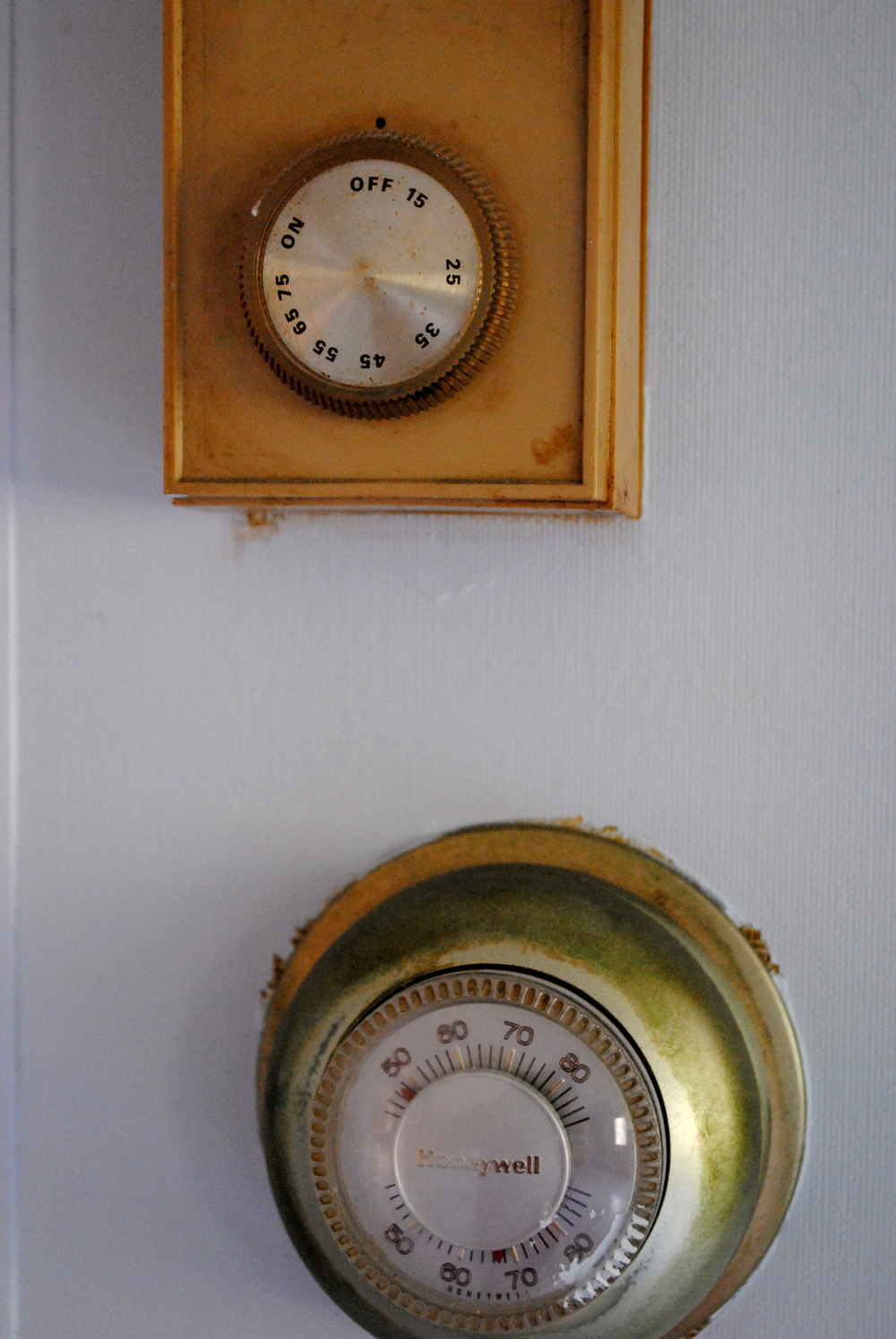 The very old, though still functional, thermostat in the 1900 farmhouse.