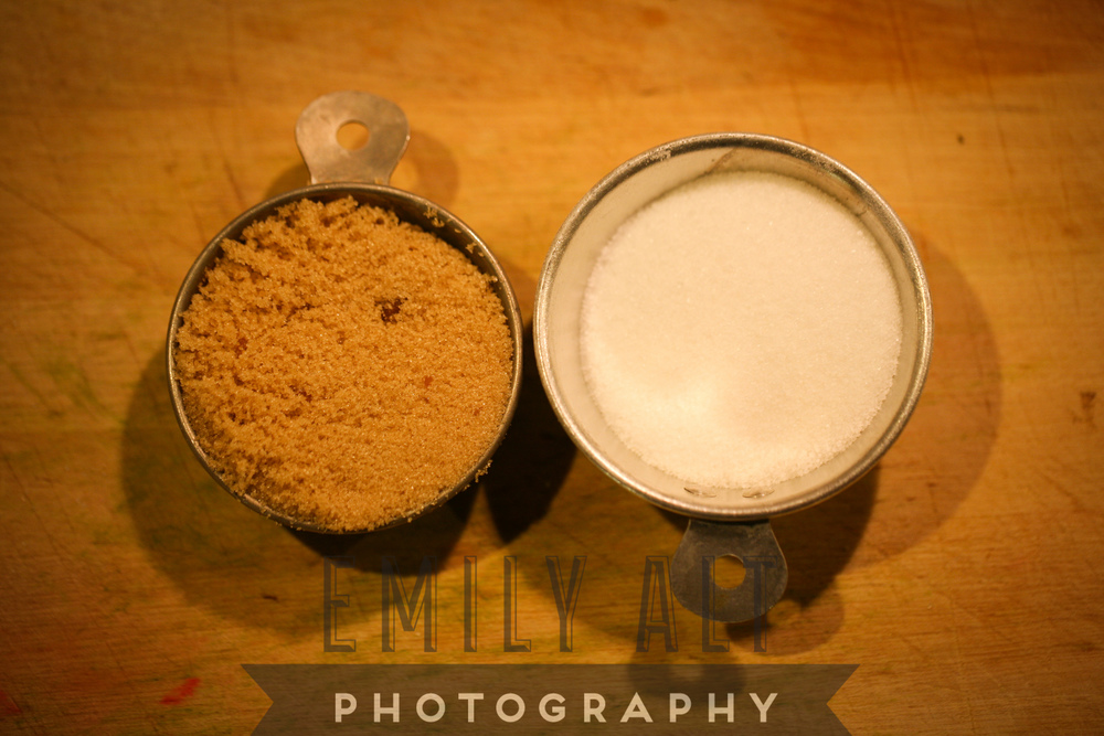 Equal parts brown to white sugar.
