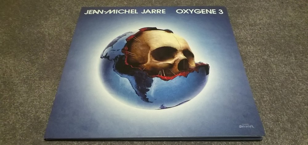 The artwork by Michel Ganger recalls the first Oxygene.