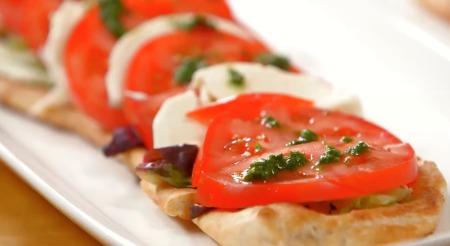 Tomatoe Pesto Pizza 112 TS e.jpg