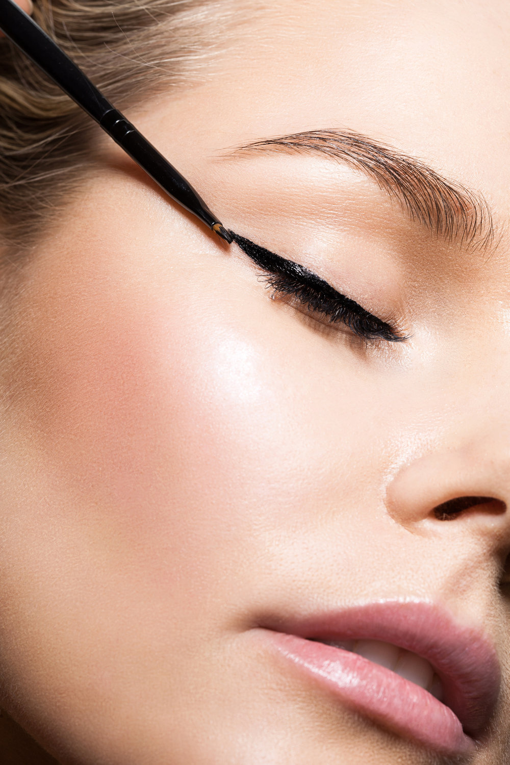 Eyeliner  - Eyeliner products, techniques, tips.  Every style, (and wing)! of eyeliner is explained with full guidance on the suitability and best way to apply