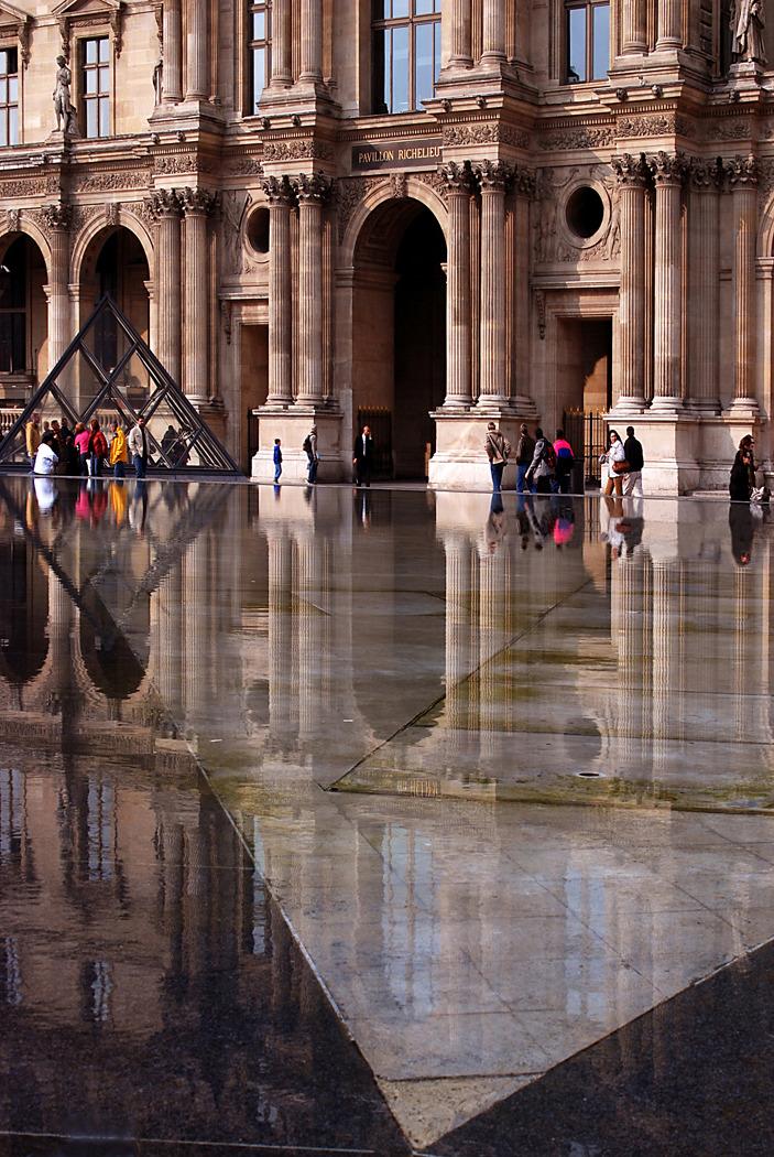 Cour Napoleon, Louvre, Paris