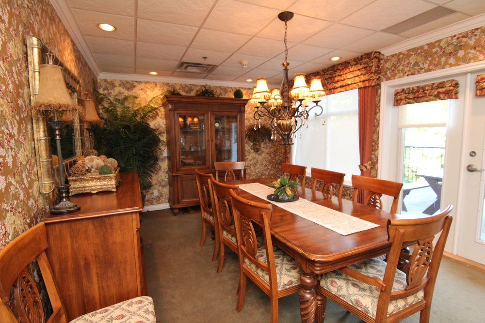 Family Dining Room, Hallmark on the Lake