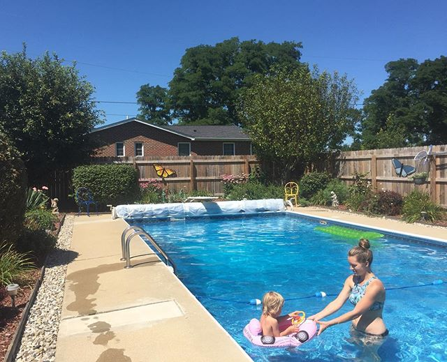 Next door neighbor's pool 👌🏼 oh and long flowing blond locks & pink car floaty 👊🏼 thanks auntie @annabeckss for the 📷!