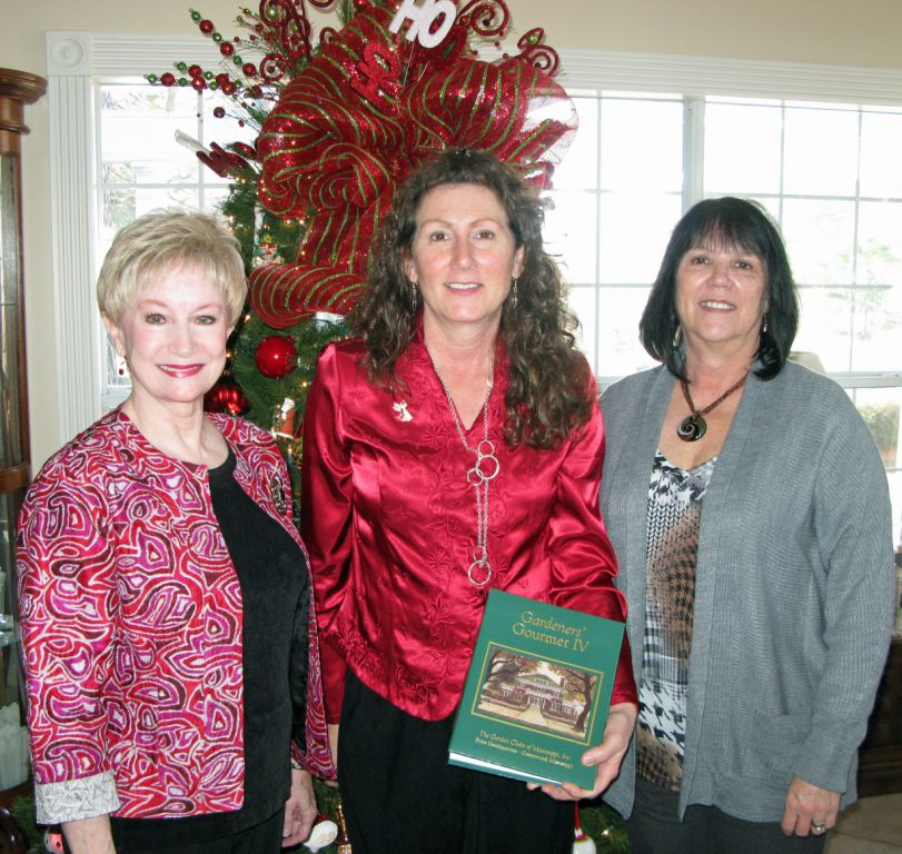 Pictured (l to r): BGC President Charla Jordan, Donna Beliech, and Co-First Vice President Delena Hamel.