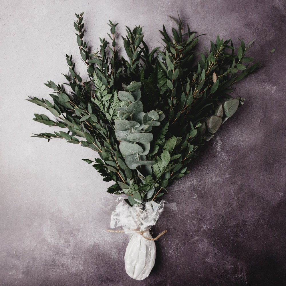 NATURAL PERFUMERY - MASTERING THE ART OF NATURAL PERFUMERY AND ESSENTIAL OILS