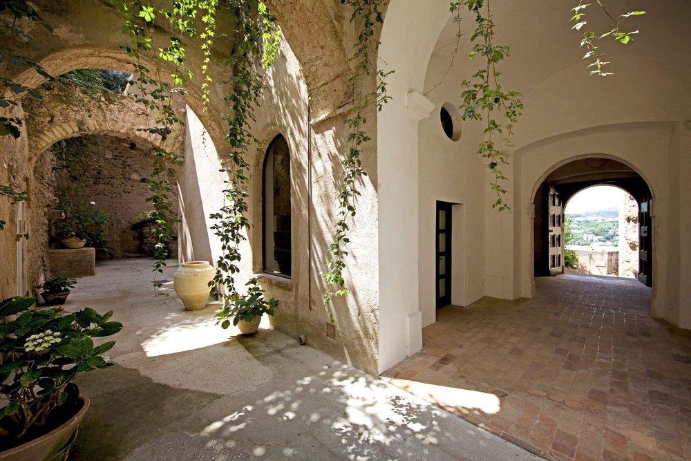 x02-albergo-il-monastero-luogo-03-1620x1080.jpg.pagespeed.ic.9zAE_ZDYFe.jpg