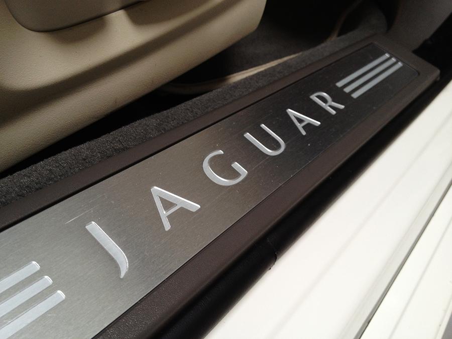 2010 jaguar xf (10).png