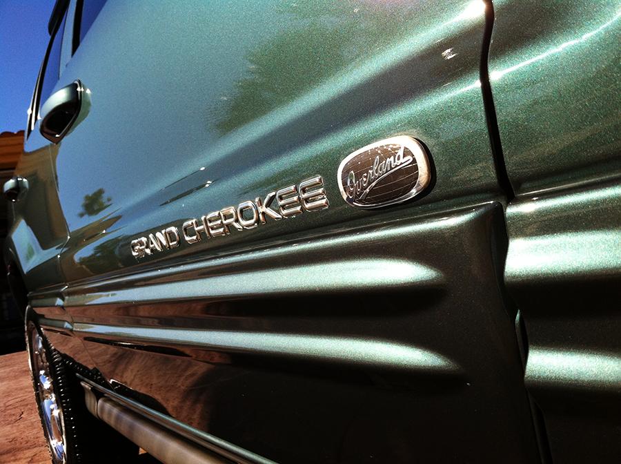 jeepgrandcherokee overland emblem shot.png