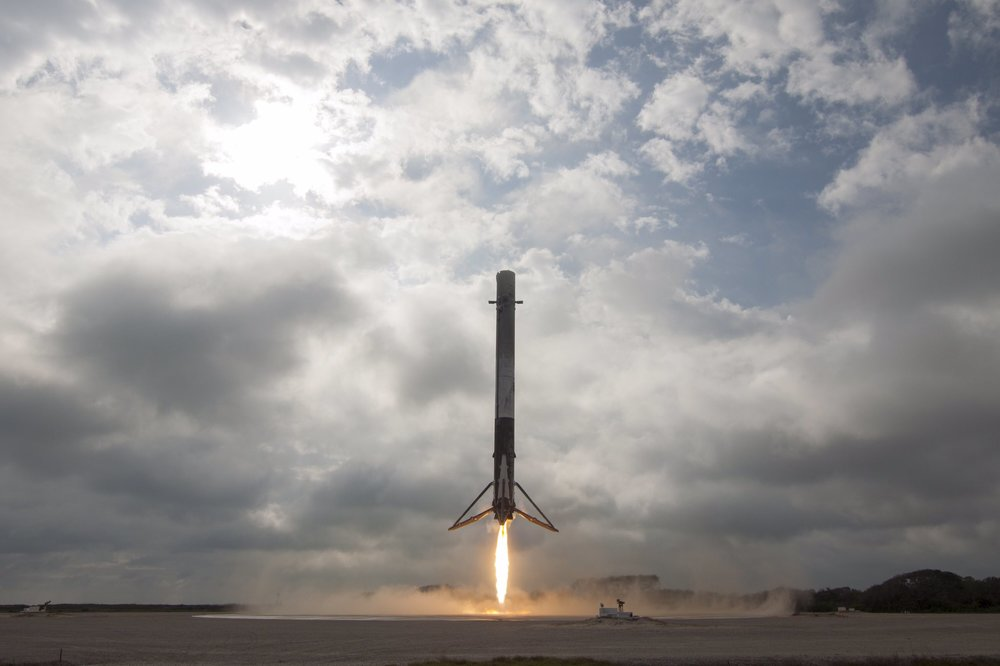 The Falcon 9 first stage returning to the launch site (Image from SpaceX)