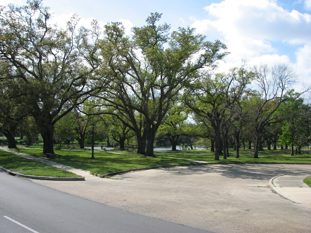 inside city park entrance 2.JPG